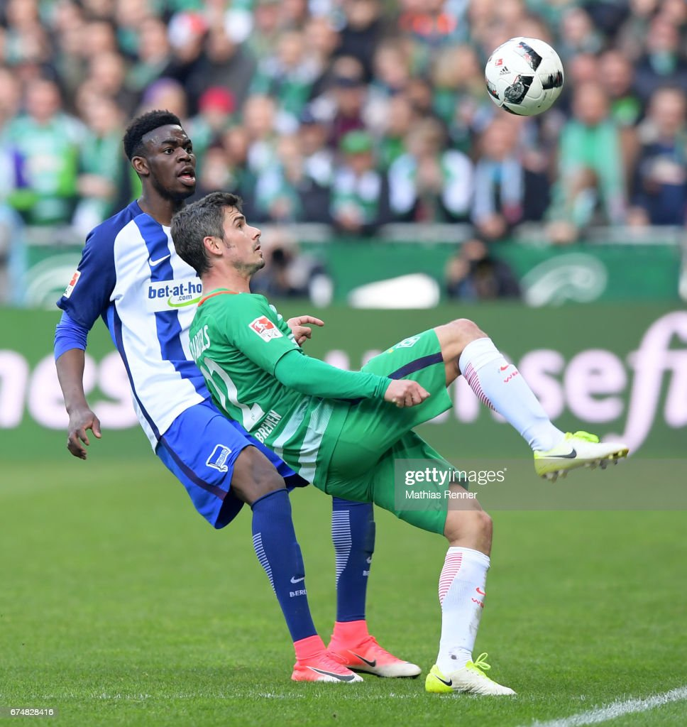 Jordan Torunarigha of Hertha BSC and Fin Bartels of Werder Bremen during the game between Werder Bremen and Hertha BSC on April 29, 2017 in Bremen, Germany.