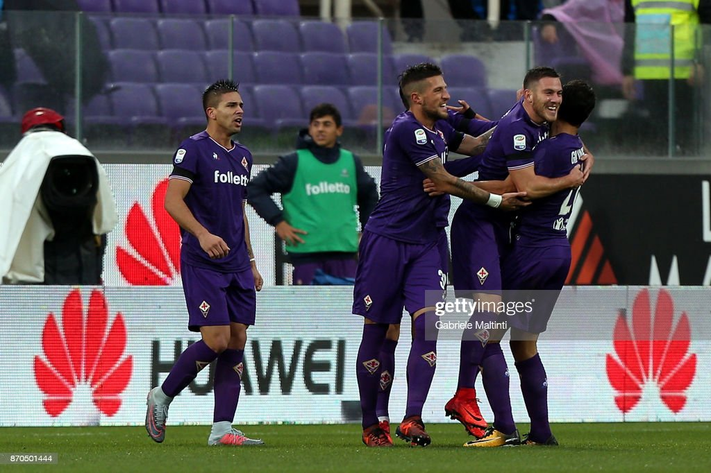 Jordan Veretout of ACF Fiorentina celebrates after scoring a goal during the Serie A match between ACF Fiorentina and AS Roma at Stadio Artemio Franchi on November 5, 2017 in Florence, Italy.