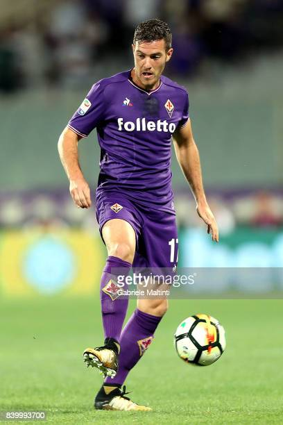 Jordan Veretout of ACF Fiorentina in action during the Serie A match between ACF Fiorentina and UC Sampdoria at Stadio Artemio Franchi on August 27...