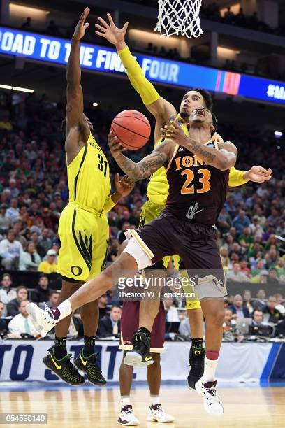Jordan Washington of the Iona Gaels drives to the basket against Dylan Ennis and Dillon Brooks of the Oregon Ducks in the second half during the...