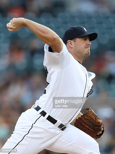 Jordan Zimmermann of the Detroit Tigers pitches during the fifth inning of the game against the Texas Rangers on May 6 2016 at Comerica Park in...
