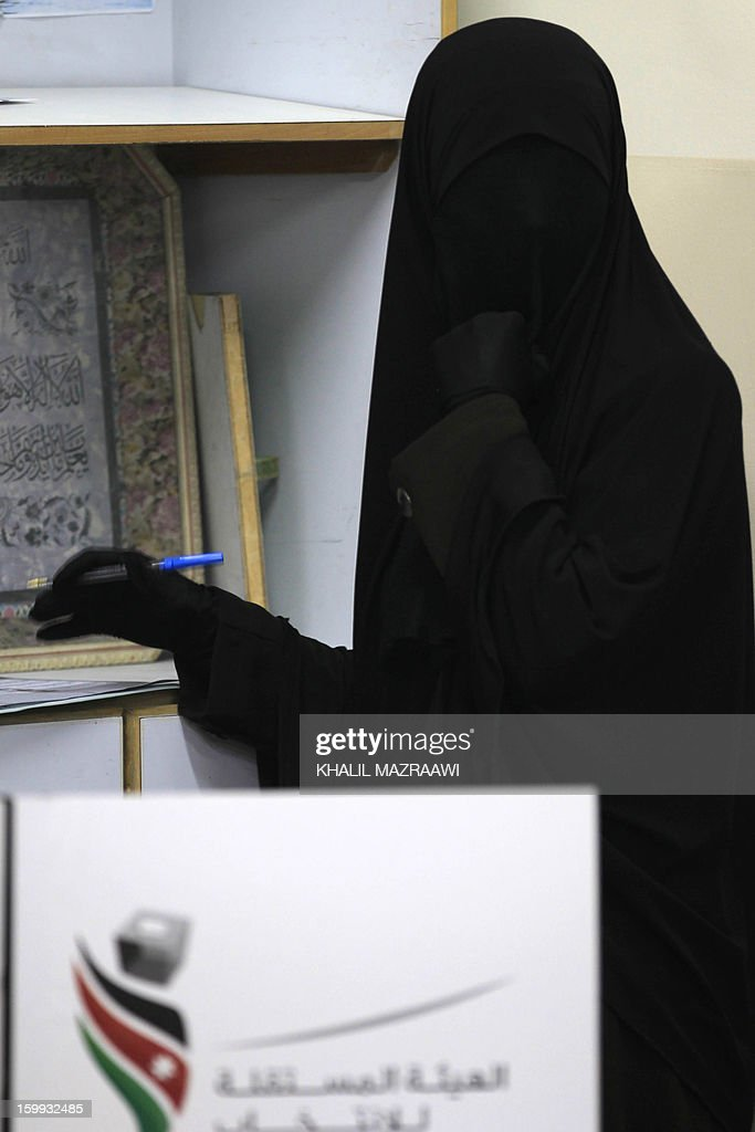 A Jordanian woman votes at a polling station in Amman on January 23, 2013. Jordanians are voting in a parliamentary poll snubbed by Islamists who have staged strident pro-reform protests and who have already slammed what is expected to be an opposition-free body as illegitimate. AFP PHOTO/KHALIL MAZRAAWI