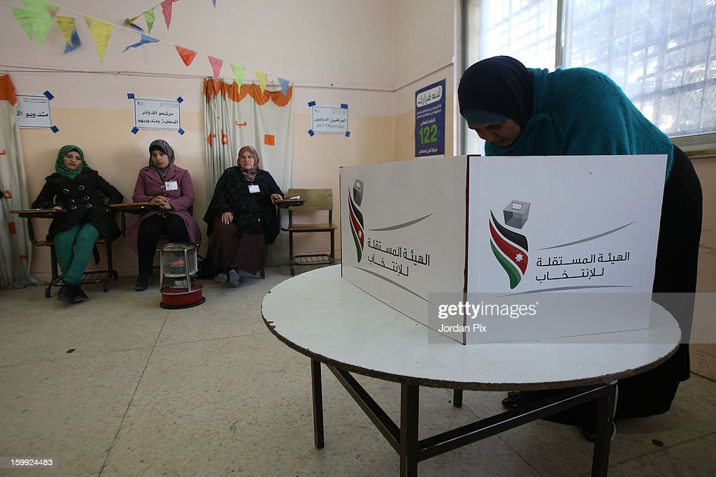 Jordanians vote in the parliamentary elections on January 23, 2013 in the city of Zarqa, Jordan. Jordan's election is being boycotted by the Muslim Brotherhood's political wing, the Islamic Action Front (IAF), who claim that the system is rigged favorably to supporters of the king, who for the first time will appoint the new prime minister.