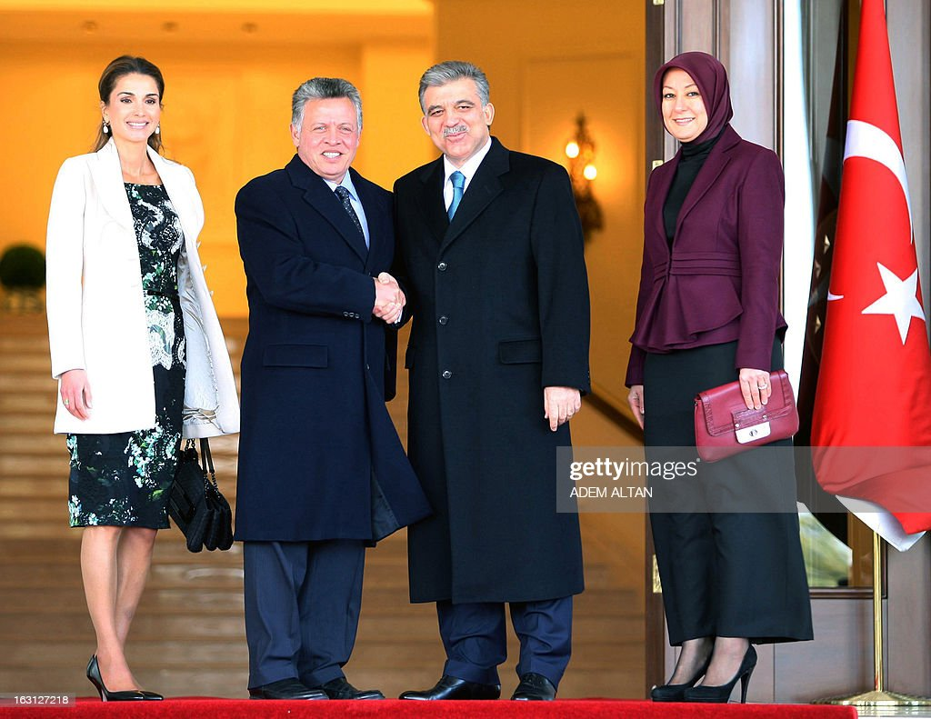 Jordan's King Abdullah (2ndL) shakes hand with Turkey's President Abdullah Gul (2ndR) as their wives, Jordan's Queen Rania (L) and Hayrunnisa Gul (R) pose, on March 5, 2013 at the presidential palace in Ankara during a ceremony at the arrival of Jordan's king for an official visit in Turkey.