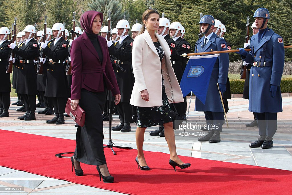 Jordan's Queen Rania (R) and Turkish Hayrunnisa Gul (L) pass by an honor guard during a welcoming ceremony of Jordan's king by Turkey's president at the presidential palace in Ankara on March 5, 2013, upon the arrival of Jordan's king for an official visit in Turkey. AFP PHOTO/ADEM ALTAN