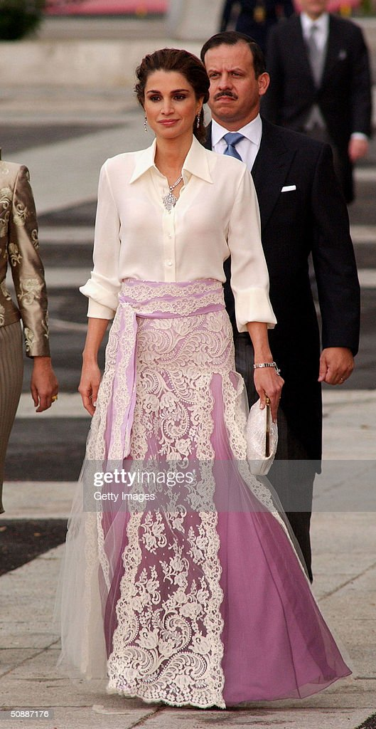 Jordan's Queen Rania arrives to attend the wedding between Spanish Crown Prince Felipe de Bourbon and former journalist Letizia Ortiz at the Almudena cathedral May 22, 2004 in Madrid.