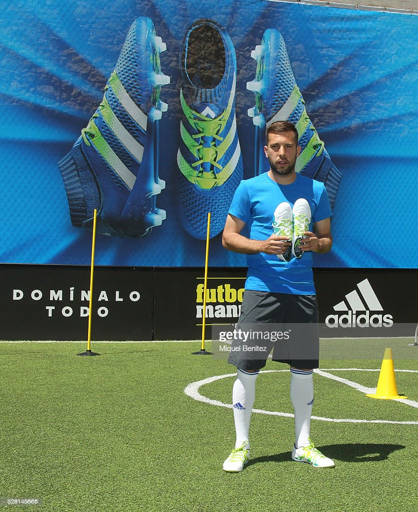 <a gi-track='captionPersonalityLinkClicked' href=/galleries/search?phrase=Jordi+Alba&family=editorial&specificpeople=5437949 ng-click='$event.stopPropagation()'>Jordi Alba</a> presents Adidas Boots X15 at Futbolmania store on May 4, 2016 in Barcelona, Spain.