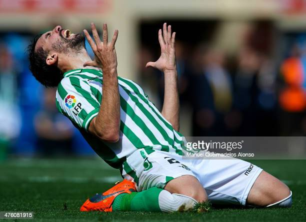 Jordi Figueras of Betis reacts as he fails to score during the La Liga match between Villarreal CF and Real Betis Balompie at El Madrigal on March 2...