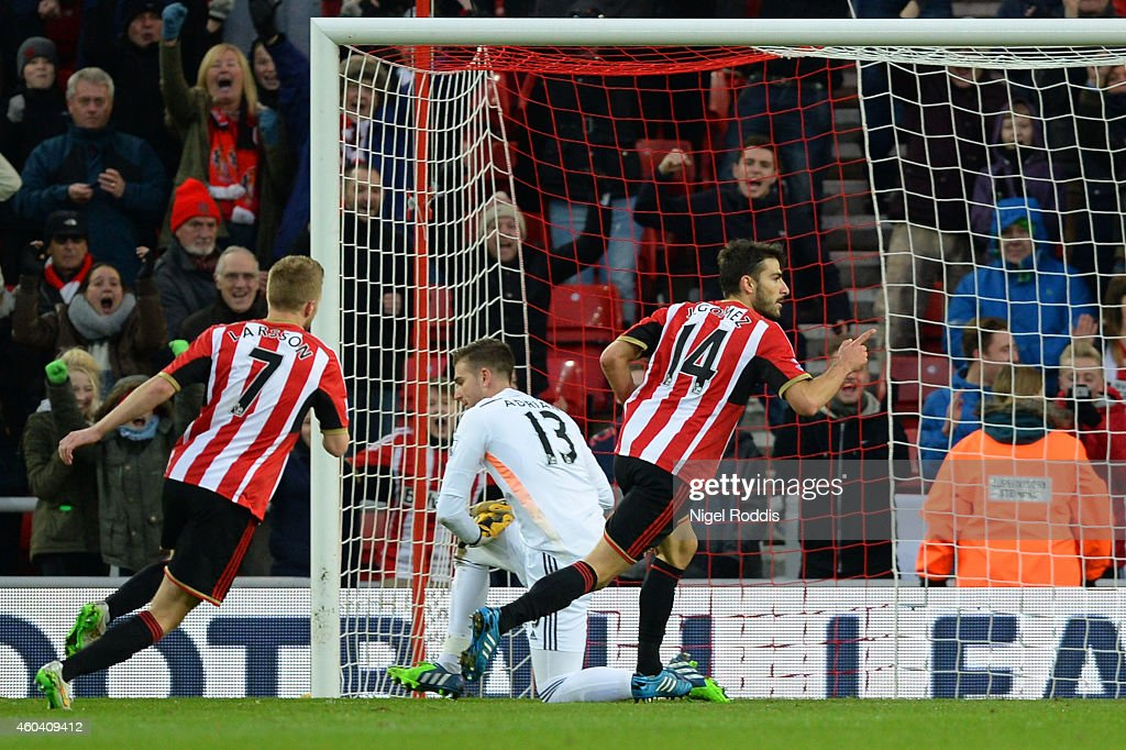 Jordi Gomez #14 of Sunderland celebrates after scoring the opening goal from the penalty spot during the Barclays Premier League match between Sunderland and West Ham United at Stadium of Light on December 13, 2014 in Sunderland, England.