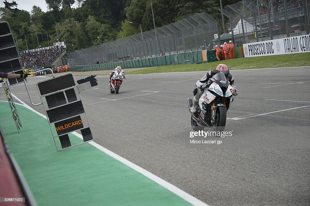 <a gi-track='captionPersonalityLinkClicked' href=/galleries/search?phrase=Jordi+Torres&family=editorial&specificpeople=7852325 ng-click='$event.stopPropagation()'>Jordi Torres</a> of Spain and Althea BMW Racing Team leads the field during the Superbike race 2 during the World Superbikes - Race at Enzo & Dino Ferrari Circuit on May 10, 2015 in Imola, Italy.