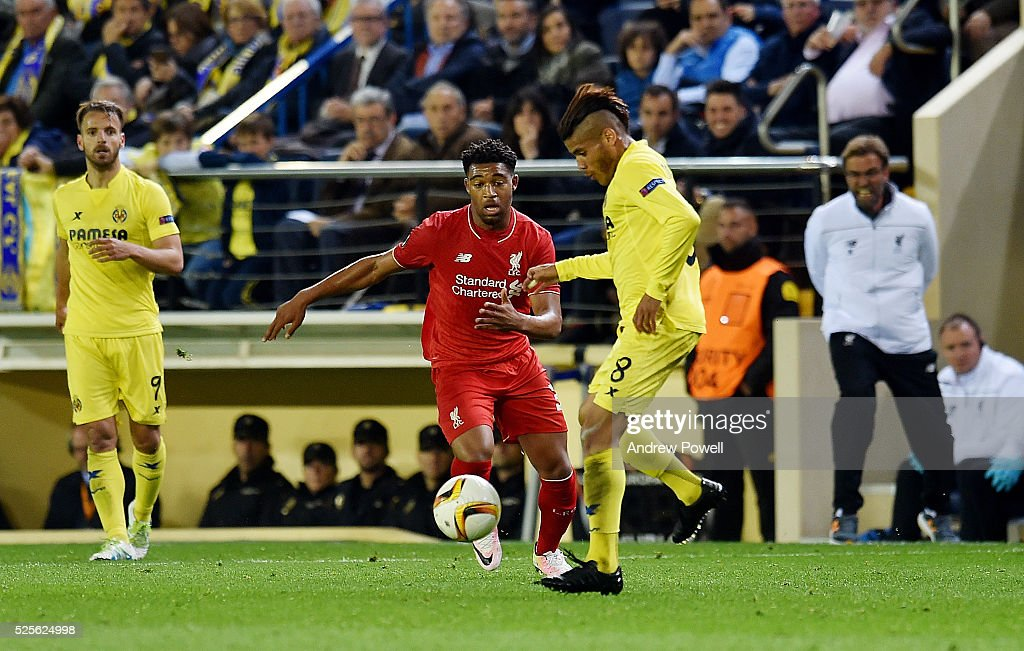 Jordon Ibe of Liverpool competes with Jonathan dos Santos of Villarreal during the UEFA Europa League Semi Final: First Leg match between Villarreal CF and Liverpool on April 28, 2016 in Villarreal, Spain.