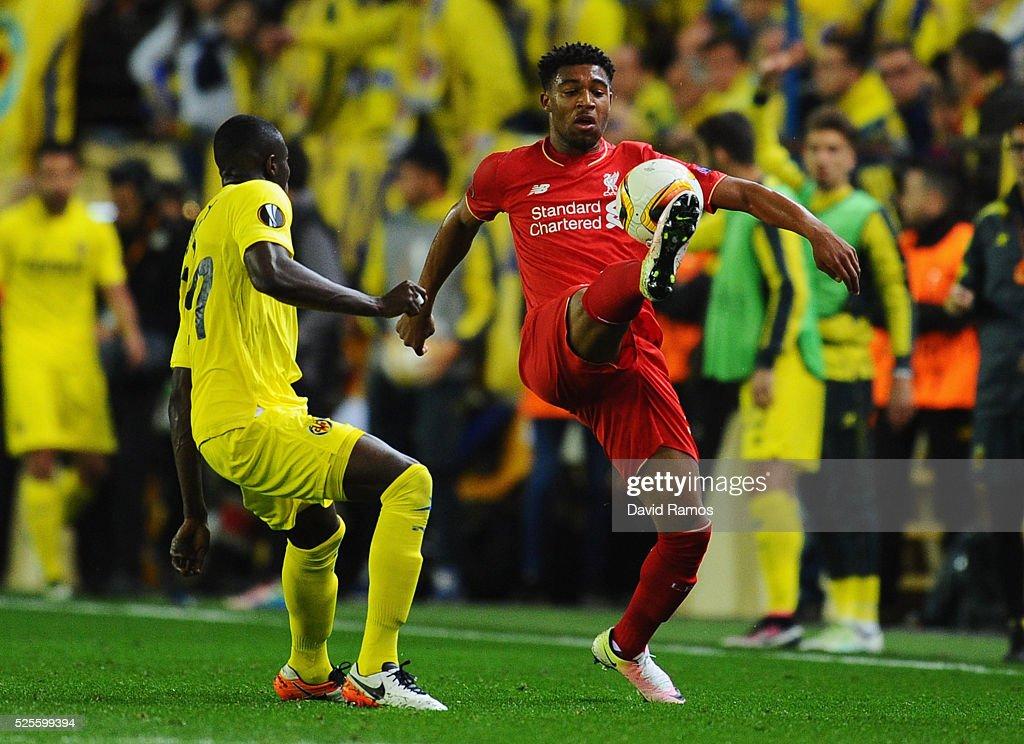 Jordon Ibe of Liverpool controls the ball from Cedric Bakambu of Villarreal during the UEFA Europa League semi final first leg match between Villarreal CF and Liverpool at Estadio El Madrigal on April 28, 2016 in Villarreal, Spain.