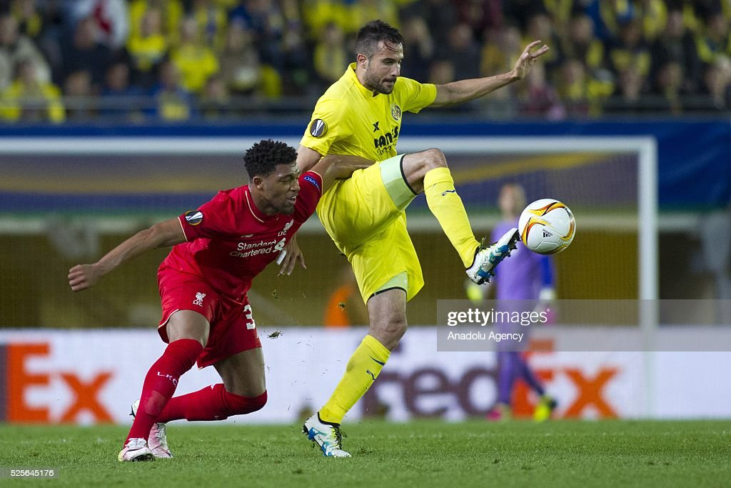 Jordon Ibe (L) of Liverpool in action against Mario Gaspar (R) of Villareal during the UEFA Europa League Semi Final match between Villarreal and Liverpool at Estadio El Madrigal in Villareal, Spain on April 28, 2016.