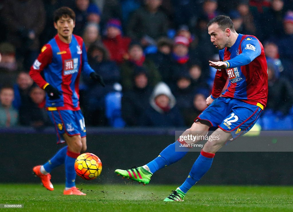<a gi-track='captionPersonalityLinkClicked' href=/galleries/search?phrase=Jordon+Mutch&family=editorial&specificpeople=7107008 ng-click='$event.stopPropagation()'>Jordon Mutch</a> of Crystal Palace shoots at goal during the Barclays Premier League match between Crystal Palace and Watford at Selhurst Park on February 13, 2016 in London, England.