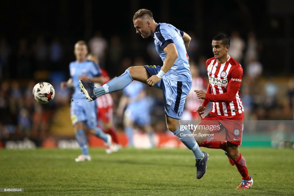 Jordy Buijs of Sydney FC kicks during the FFA Cup Quarter Final match between Sydney FC and Melbourne City at Leichhardt Oval on September 13, 2017 in Sydney, Australia.