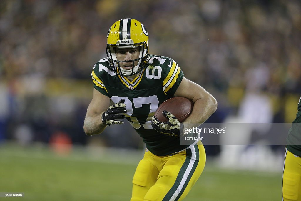 Jordy Nelson of the Green Bay Packers runs the ball against the Chicago Bears defense at Lambeau Field on November 9 2014 in Green Bay Wisconsin The...