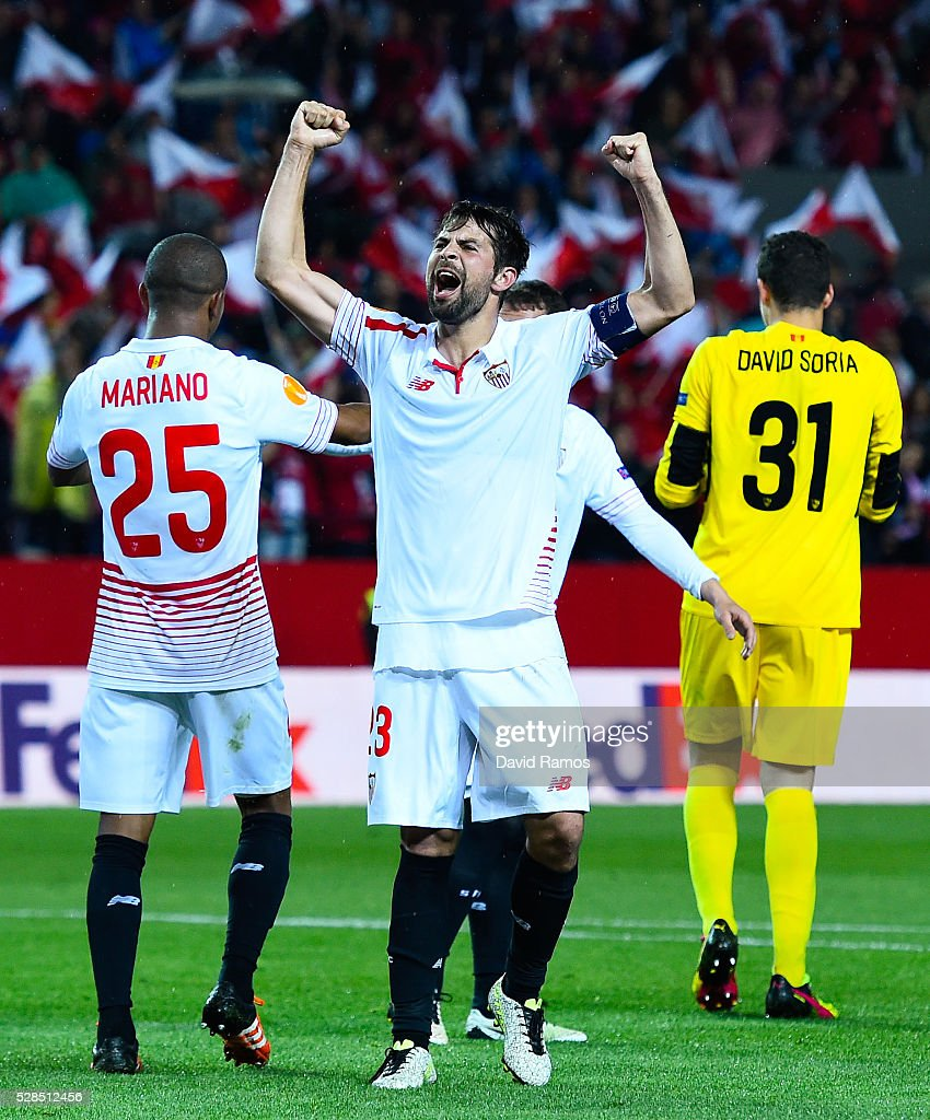 Jorge Andujar Moreno 'Coke' of Sevilla FC celebrates after defeating Shakhtar Donetsk during the UEFA Europa League Semi Final second leg match between Sevilla and Shakhtar Donetsk at Estadio Ramon Sanchez-Pizjuan on May 05, 2016 in Seville, Spain.