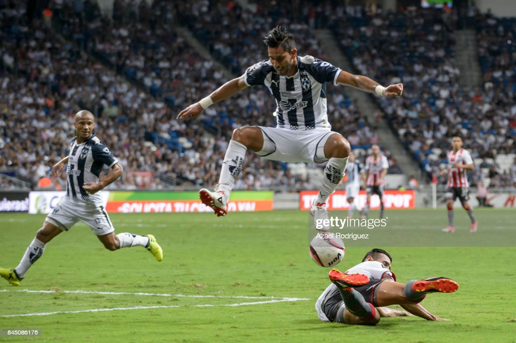 Jorge Benitez of Monterrey fights for the ball with Mario De Luna of Necaxa during the 8th round match between Monterrey and Necaxa as part of the Torneo Apertura 2017 Liga MX at BBVA Bancomer Stadium on September 09, 2017 in Monterrey, Mexico.