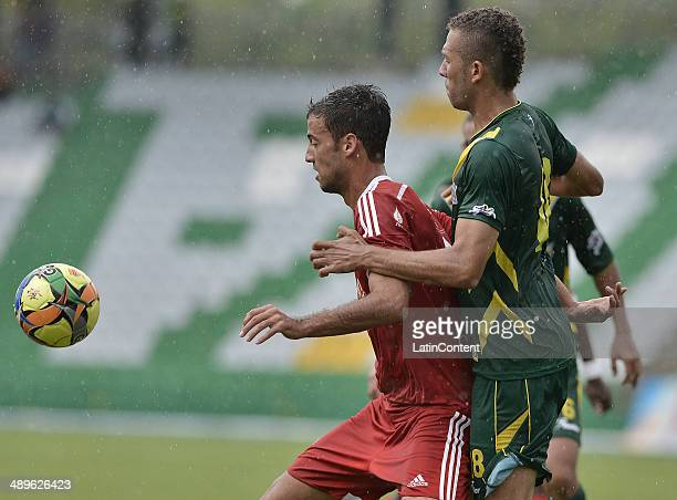 Jorge Brazalez of America de Cali struggles for the ball with Jaider Riquett of Quindio during a match between America de Cali and Deportes Quindio...