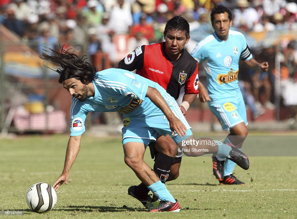 Jorge Cazulo (L) of Sporting Cristal fights for the ball with Angel Ojeda (R) of Melgar FC during a match between Sporting Cristal and Melgar FC as part of the Torneo Descentralizado 2013 at the Mariano Melgar Stadium on April 21, 2013 in Arequipa, Peru.