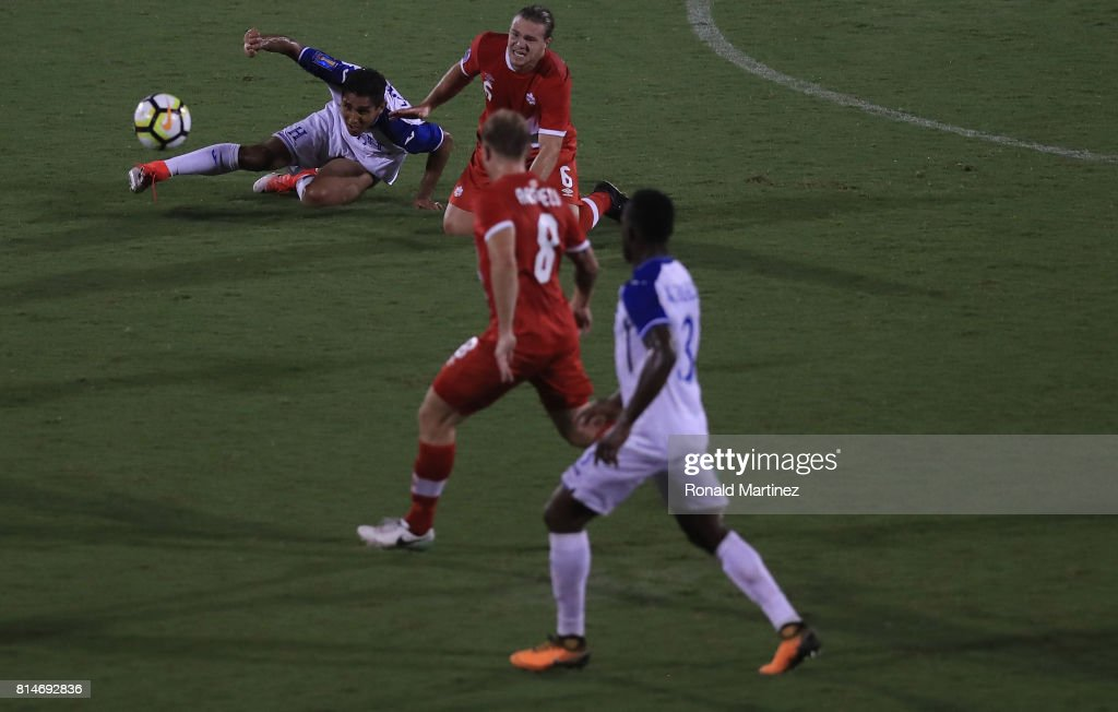 Jorge Claros #20 of Honduras and Samuel Piette #6 of Canada during the 2017 CONCACAF Gold Cup at Toyota Stadium on July 14, 2017 in Frisco, Texas.