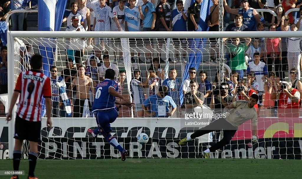 Jorge Curbello kicks a penalti during a match between Godoy Cruz and Estudiantes as part of Torneo Inicial at Mundialista Stadium on November 16, 2013 in Mendoza, Argentina.