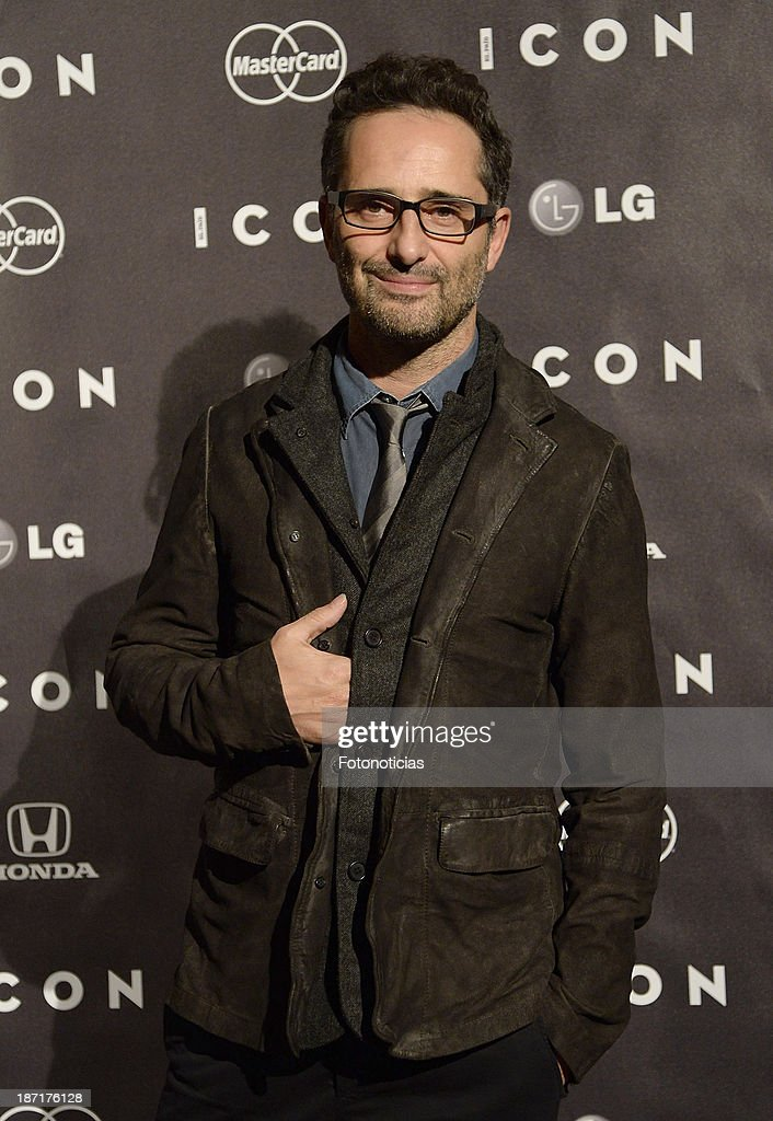 <a gi-track='captionPersonalityLinkClicked' href=/galleries/search?phrase=Jorge+Drexler&family=editorial&specificpeople=828114 ng-click='$event.stopPropagation()'>Jorge Drexler</a> attends 'Icon' magazine launch party at the Circulo de Bellas Artes on November 6, 2013 in Madrid, Spain.