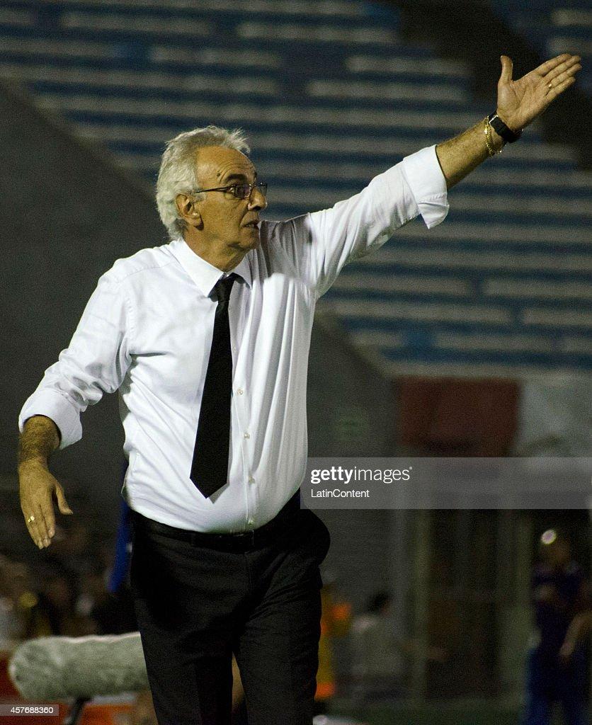Penarol v Estudiantes - Copa Total Sudamericana 2014