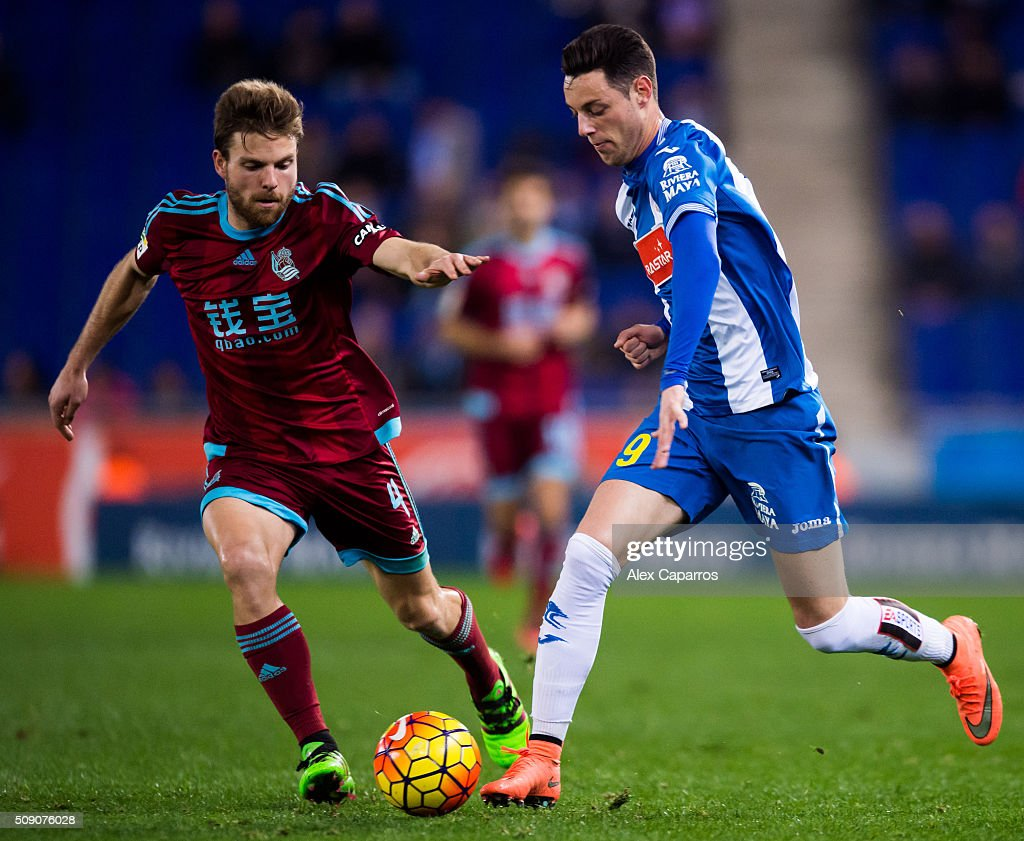 Jorge Franco 'Burgui' (R) of RCD Espanyol conducts the ball next to <a gi-track='captionPersonalityLinkClicked' href=/galleries/search?phrase=Asier+Illarramendi&family=editorial&specificpeople=9625979 ng-click='$event.stopPropagation()'>Asier Illarramendi</a> of Real Sociedad de Futbol during the La Liga match between RCD Espanyol and Real Sociedad de Futbol at Cornella-El Prat Stadium on February 8, 2016 in Barcelona, Spain.
