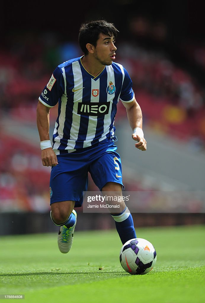 <a gi-track='captionPersonalityLinkClicked' href=/galleries/search?phrase=Jorge+Fucile&family=editorial&specificpeople=3986419 ng-click='$event.stopPropagation()'>Jorge Fucile</a> of FC Porto in action during the Emirates Cup match between Napoli and FC Porto at the Emirates Stadium on August 4, 2013 in London, England.