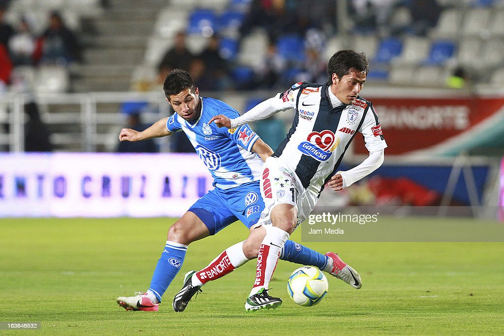 Jorge Hernandez (R) of Pachuca struggles for the ball with Luis Miguel Noriega (L) of Puebla during a match Clausura 2013 Liga MX at Hidalgo Stadium on march 16, 2012 in Pachuca, Mexico.