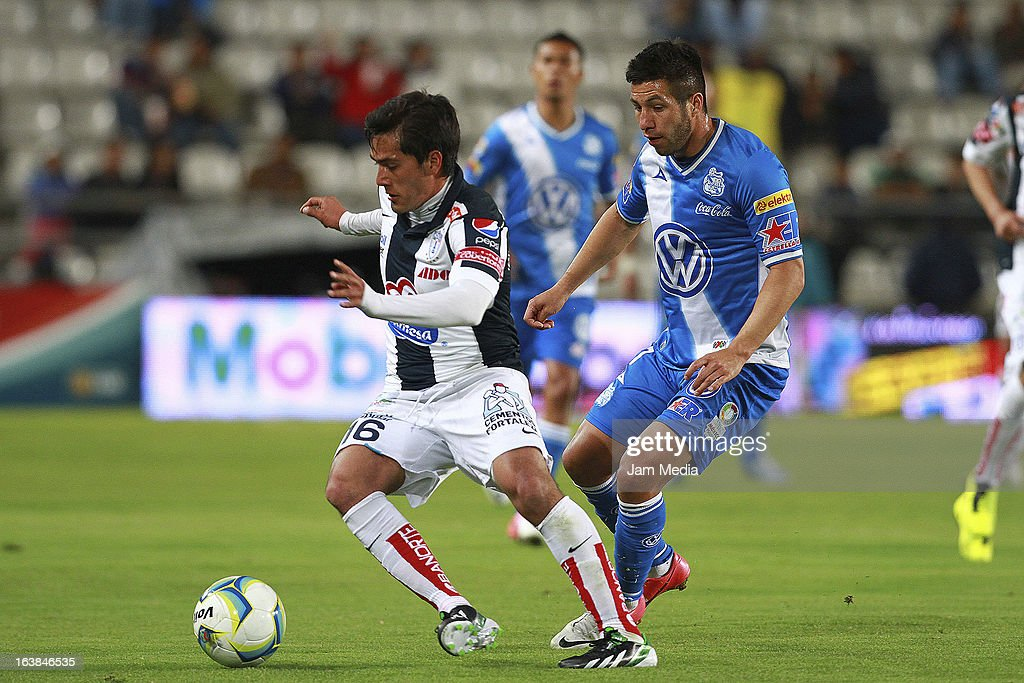 Jorge Hernandez (L) of Pachuca struggles for the ball with Luis Miguel Noriega (R) of Puebla during a match Clausura 2013 Liga MX at Hidalgo Stadium on march 16, 2012 in Pachuca, Mexico.
