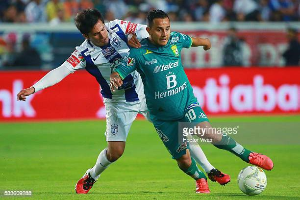 Jorge Hernandez of Pachuca struggles for the ball with Luis Montes of Leon during the semi finals first leg match between Pachuca and Leon as part of...