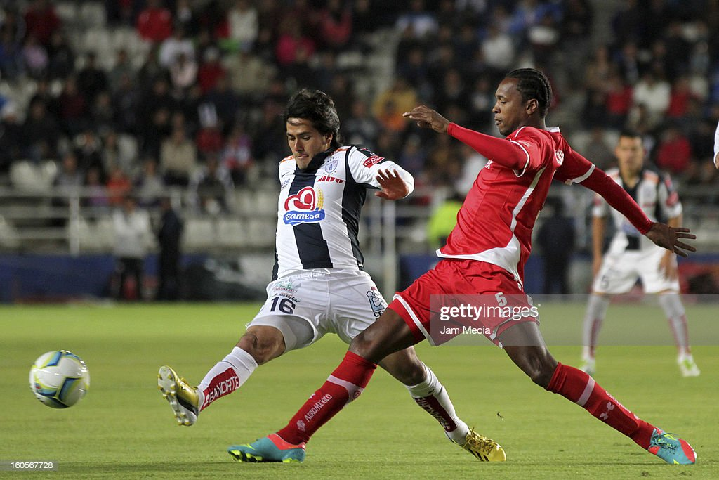 Jorge Hernandez (L) of Pachuca struggles for the ball with Wilson Tiago (R) of Toluca during the Clausura 2013 Liga MX at Hidalgo Stadium on february 2, 2013 in Pachuca, Mexico.