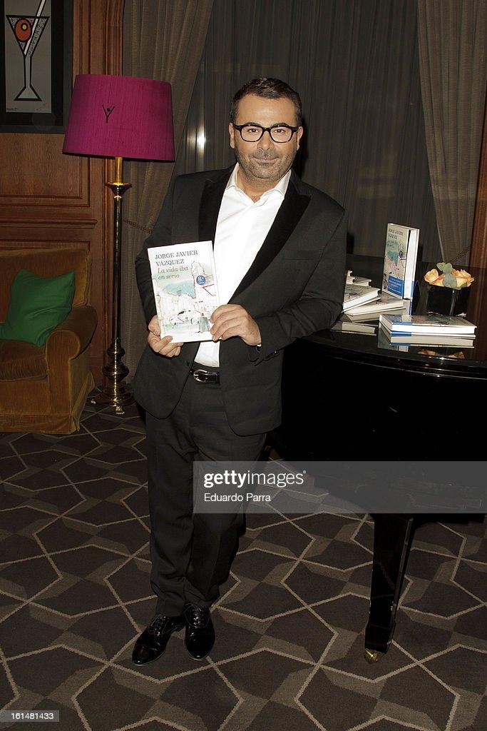 Jorge Javier Vazquez Receives the 'Golden Book' by Planeta