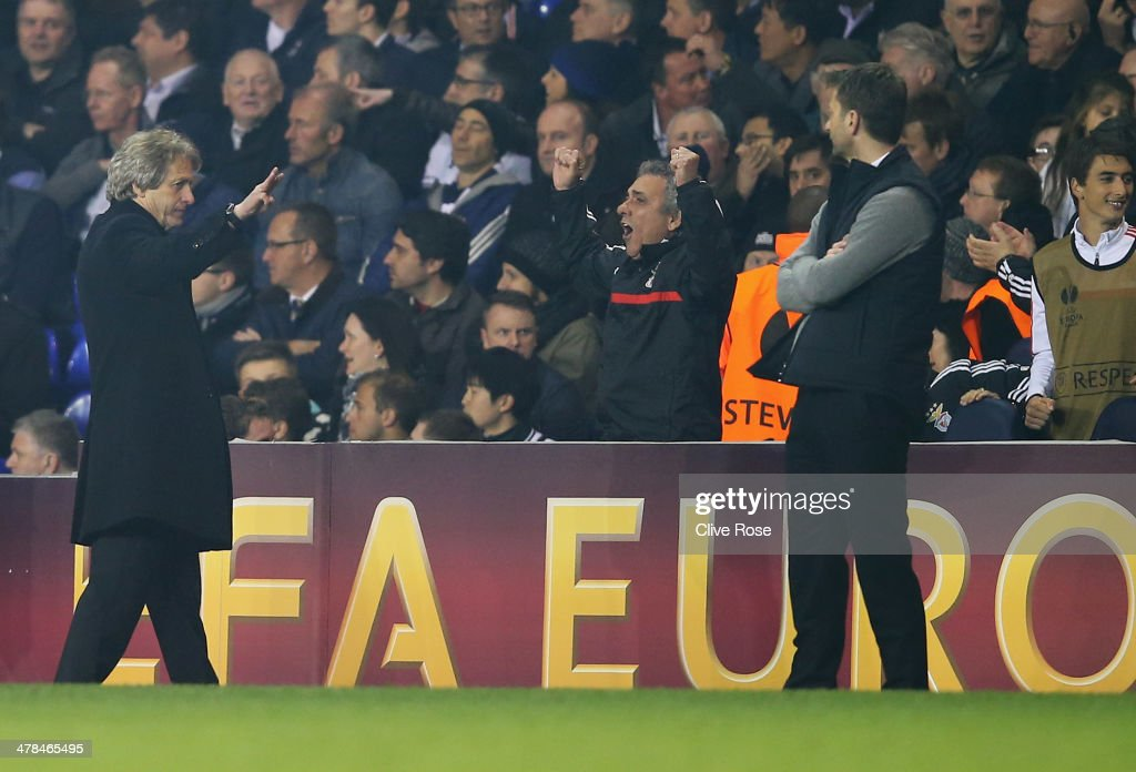 Jorge Jesus manager of Benfica gestures with three fingers towards Tim Sherwood manager of Tottenham Hotspur during the UEFA Europa League Round of 16 first leg match between Tottenham Hotspur FC and SL Benfica at White Hart Lane on March 13, 2014 in London, England.