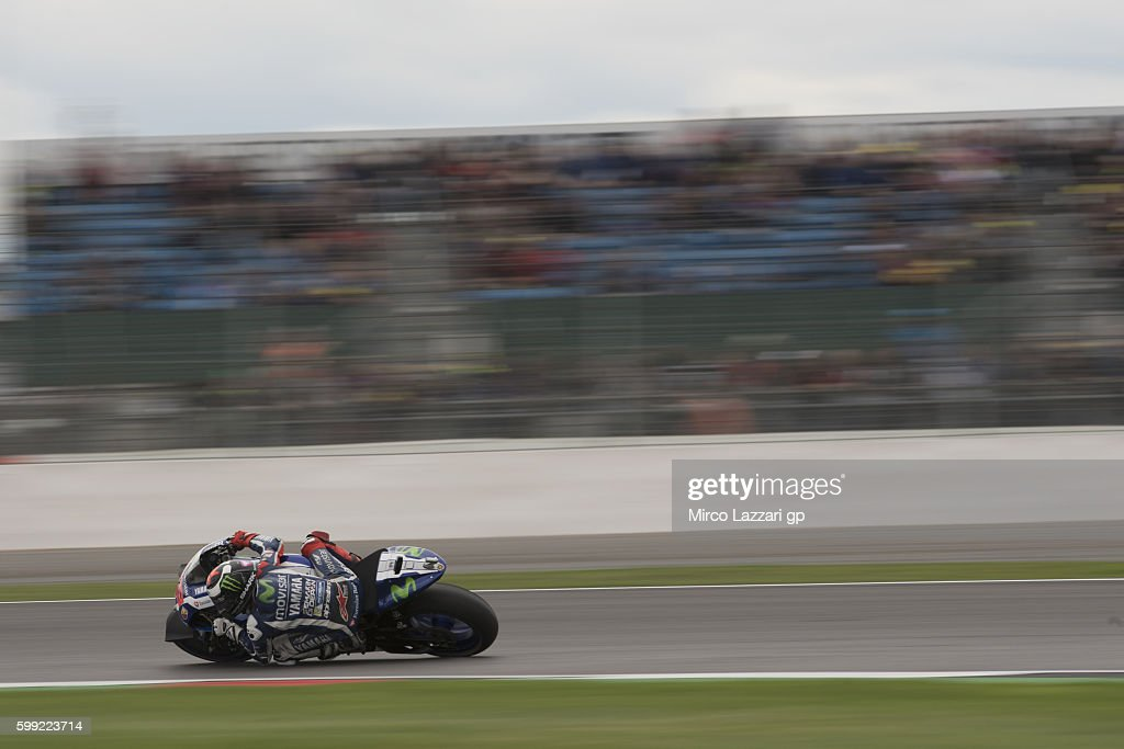 Jorge Lorenzo of Spain and Movistar Yamaha MotoGP rounds the bend during the MotoGP race during the MotoGp Of Great Britain - Race at Silverstone Circuit on September 4, 2016 in Northampton, England.