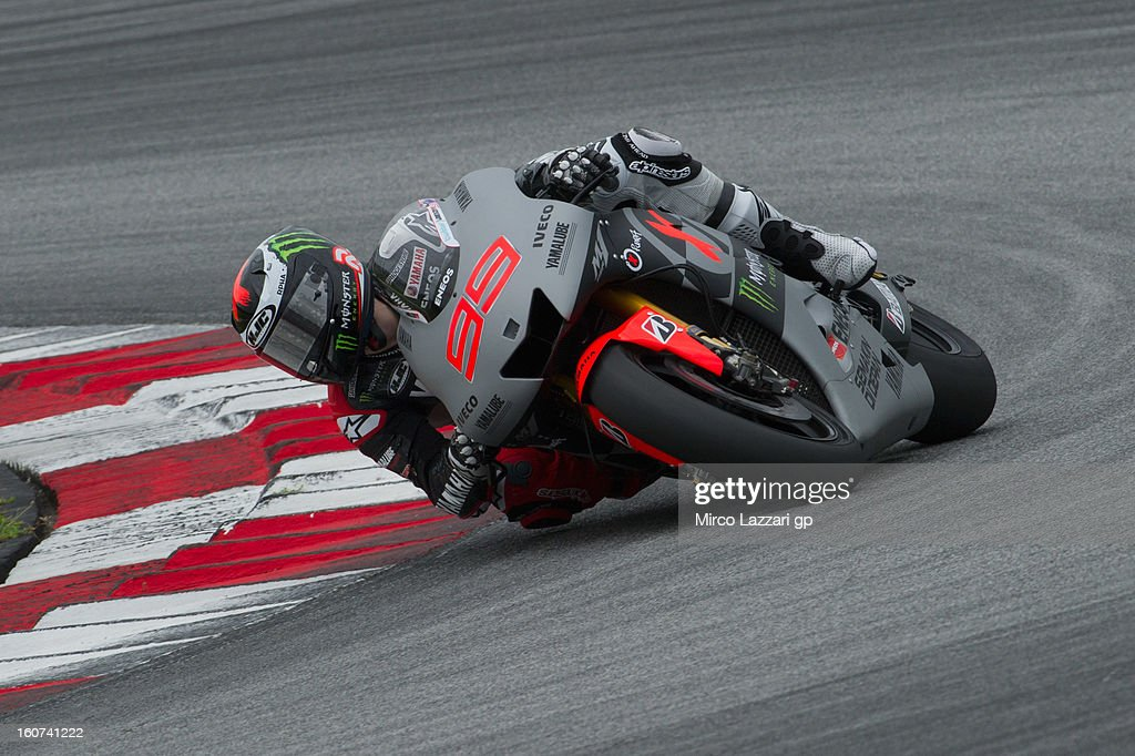 <a gi-track='captionPersonalityLinkClicked' href=/galleries/search?phrase=Jorge+Lorenzo&family=editorial&specificpeople=543869 ng-click='$event.stopPropagation()'>Jorge Lorenzo</a> of Spain and Yamaha Factory Racing rounds the bend during the MotoGP Tests in Sepang - Day Three at Sepang Circuit on February 5, 2013 in Kuala Lumpur, Malaysia.