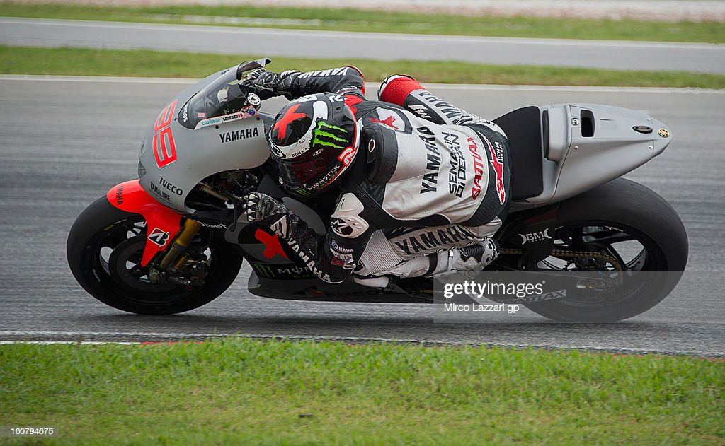 Jorge Lorenzo of Spain and Yamaha Factory Racing rounds the bend during the MotoGP Tests in Sepang - Day Four at Sepang Circuit on February 6, 2013 in Kuala Lumpur, Malaysia.