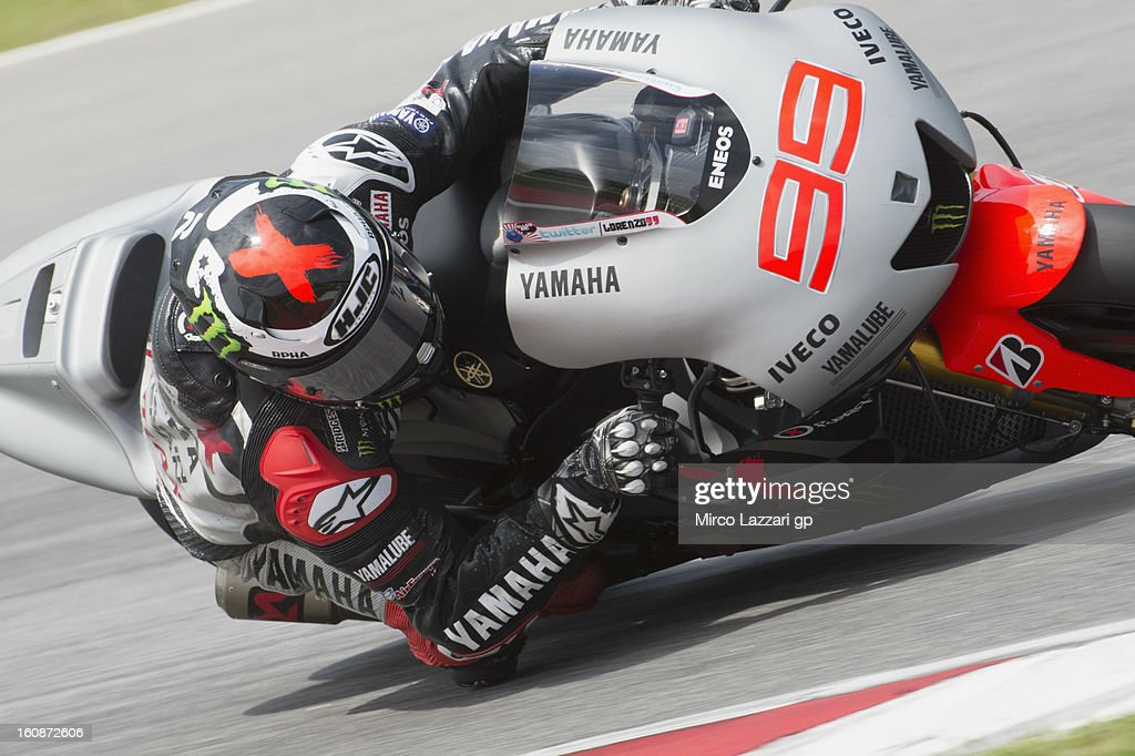 Jorge Lorenzo of Spain and Yamaha Factory Racing rounds the bend during the MotoGP Tests in Sepang - Day Five at Sepang Circuit on February 7, 2013 in Kuala Lumpur, Malaysia.