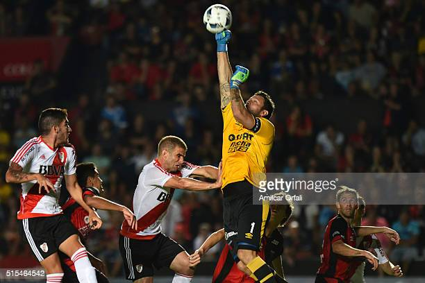 Jorge Manuel Broun goalkeeper of Colon deflects the ball during a match between Colon and River Plate as part of Torneo de Transicion 2016 at...