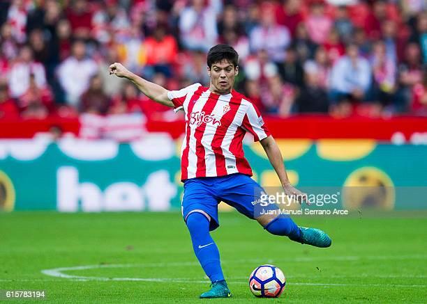 Jorge Mere of Real Sporting de Gijon controls the ball during the La Liga match between Real Sporting de Gijon and Valencia CF at Estadio El Molinon...