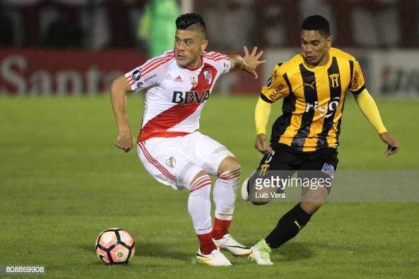 Jorge Moreira of River Plate fight for the ball with Rodolfo Gamarra of Guarani during a first leg match between Guarani and River Plate as part of...