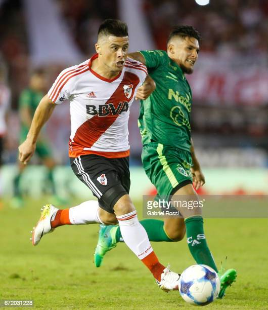 Jorge Moreira of River Plate fights for the ball with Marcos Astina of Sarmiento during a match between River Plate and Sarmiento as part of Torneo...