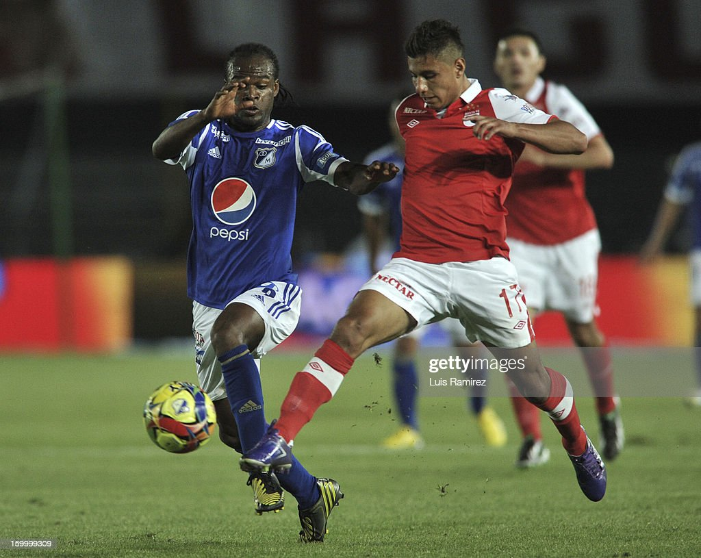 Jorge Perlaza (L) of Millonarios fights for the ball with Juan Roa (R) of Independiente Santa Fe during a match between Millonarios and Independiente Santa Fe as part of the Superliga Postobon 2013 at the Nemesio Camacho Stadium on January 24, 2013 in Bogota, Colombia.