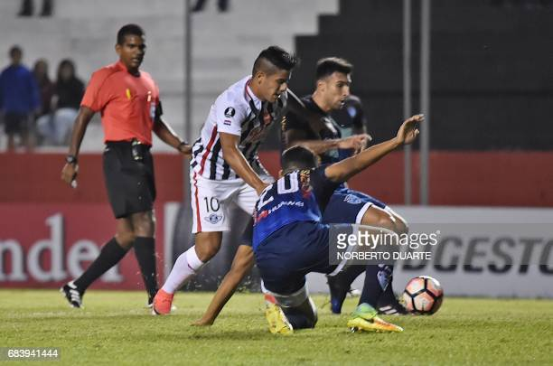 Jorge Recalde of Paraguay's Libertad vies for the ball with Grenddy Perozo and Juan Carlos Zampiery of Bolivia's Sport Boys during their 2017 Copa...