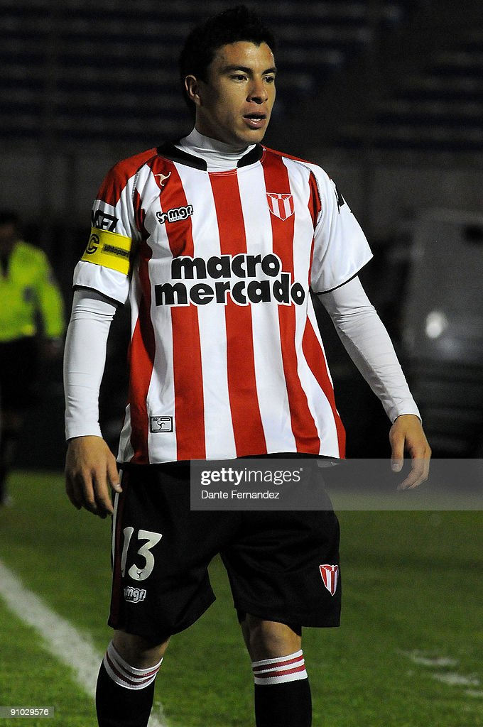 Jorge Rodriguez from Uruguay's River Plate in action during the match against Brazil's Vitoria as part of the 2009 Copa Nissan Sudamericana at the...