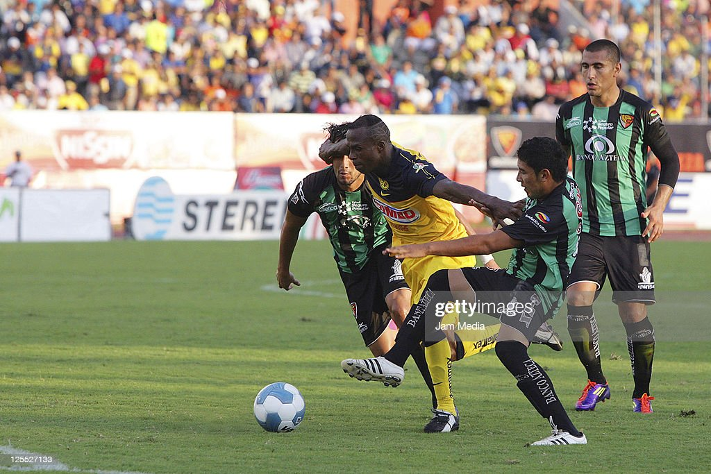 Jorge Rodriguez of Jaguares struggles for the ball with Christian Benitez of America during a match as part of the Apertura 2011 at Victor Manuel...