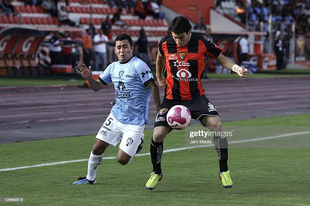Jorge Rodriguez of Jaguares struggles for the ball with Jose Joel Gonzalez of San Luis during a match as part of the Apertura 2011 at Victor Manuel...