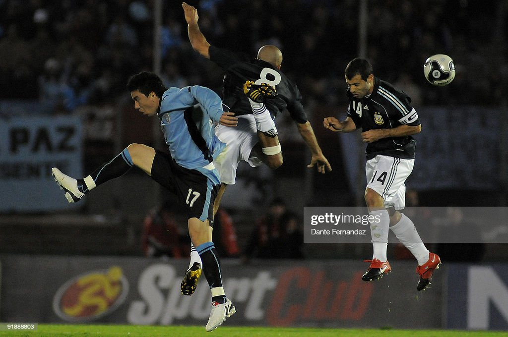 Jorge Rodriguez of Uruguay vies for the ball with Sebastian Veron and Javier Mascherano of Argentina during their match as part of the 2010 FIFA...